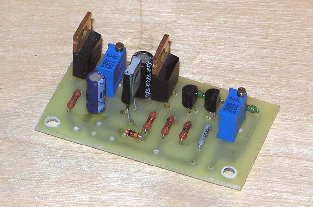 Устройство управления вентилятором для охлаждения усилителя